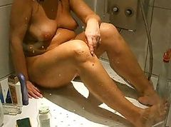 Armpit Spy Shower Milf Shaving