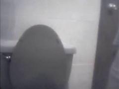 devushki-spalilis-na-skrituyu-kameru